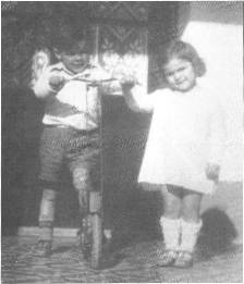 Con su hermana Celia.