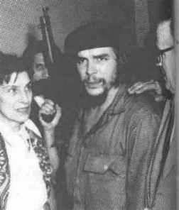 En el Aeropuerto de La Habana, con sus padres.